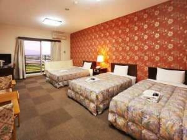 3つのベッドが配置されております