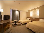 コンフォート ツイン 禁煙(夜)ベッドサイズ1210 × 1960mm ファミリーやご友人同士でのご宿泊に最適です。全室角部屋でのご案内となり、お子様連れのお客様にも安心してご利用いただけます。※小学生以下のお子様の添い寝は無料で承ります。