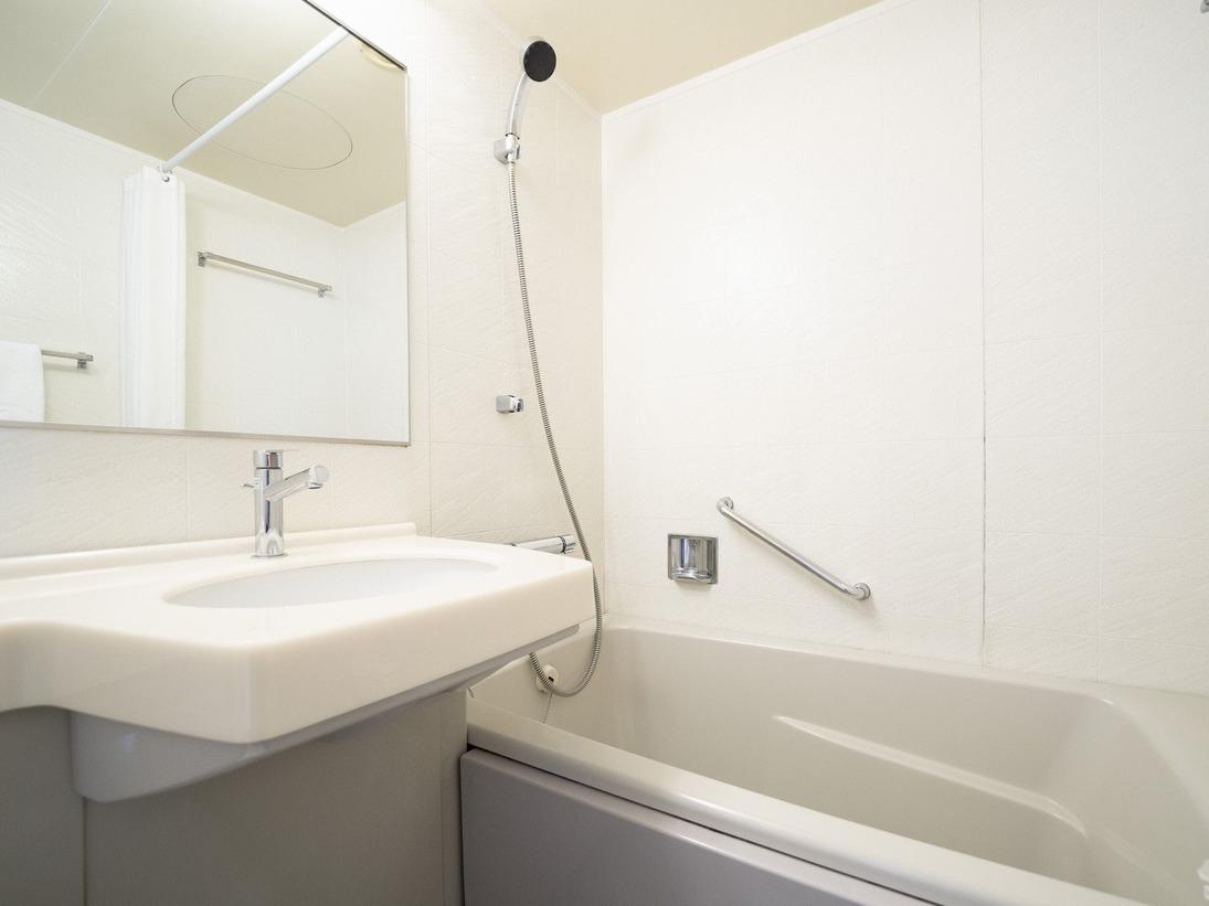 バスルーム ゆとりある広めのバスタブです。温かいお湯に浸かって、疲れた体を癒す事ができます。