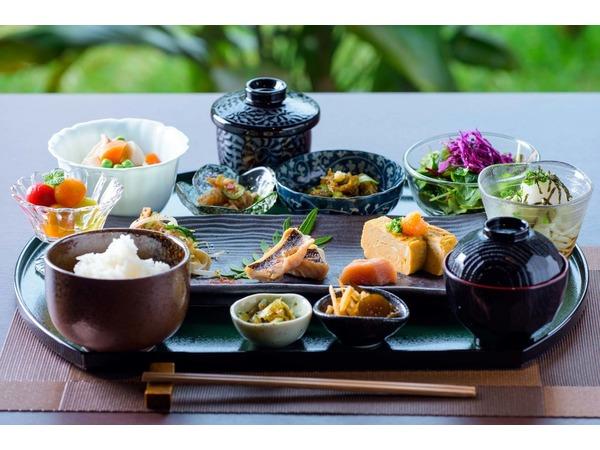 Okinawan + Japanese Breakfast 琉和朝食
