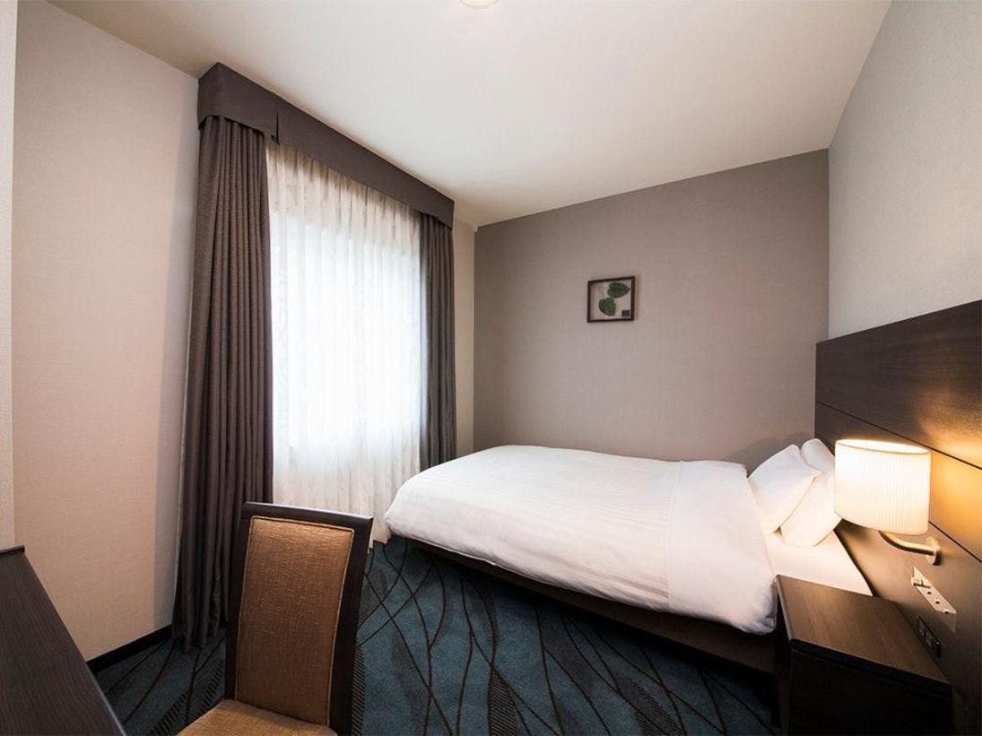 【客室】シングルルーム・部屋広さ…15m2・宿泊人数…1~2名・ベッド幅…140cm