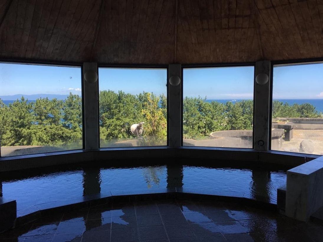 富士山・静岡を観光した後は、大浴場でのんびり。絶景を望みながら、ゆっくりとお湯につかり、旅の疲れをお取りください。グランドゴルフやプールご利用の後などにもお勧め頂けます、また施設ご利用の際の 入浴料は300円とさせていただきます。