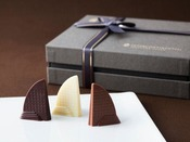 【ザ・パティセリー】ホテル外観を象ったオリジナルチョコレート