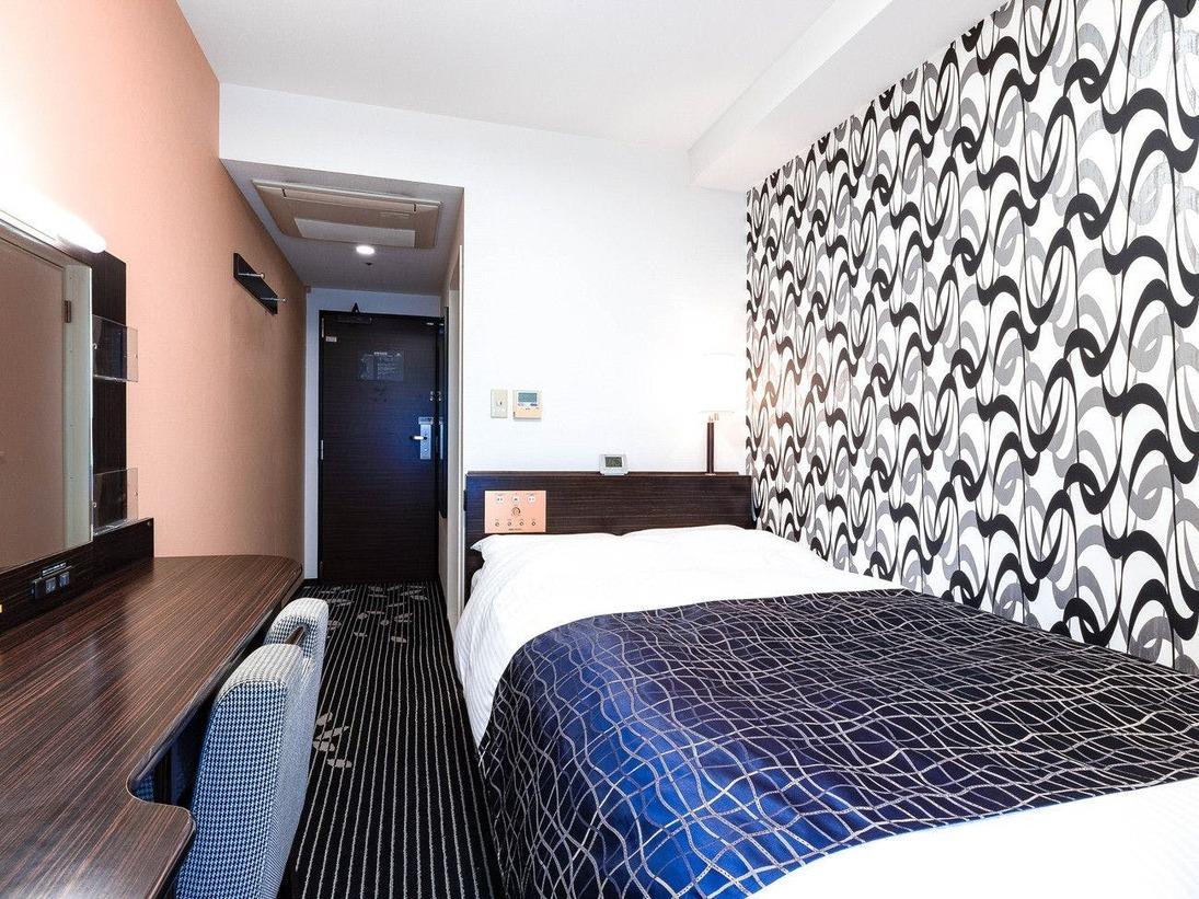 【セミダブルルーム12平米】快眠を追及したアパホテルオリジナルベッドを導入(122cm幅)