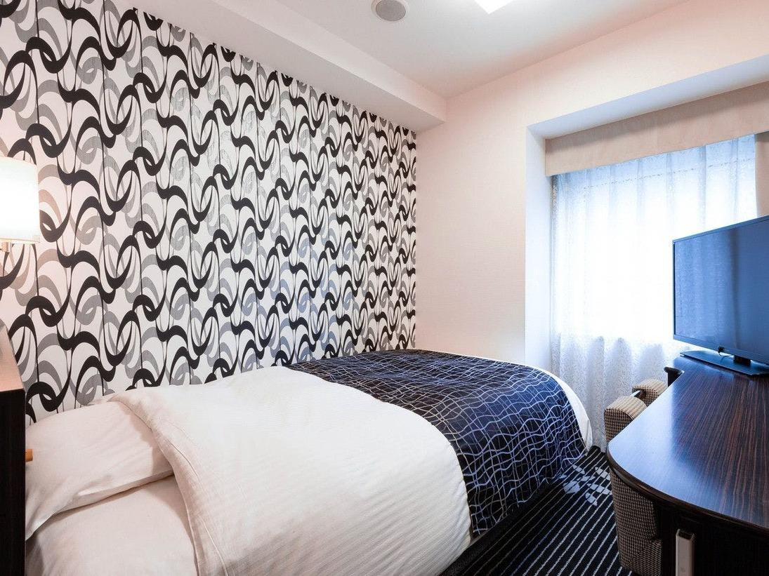 【シングルルーム11平米】快眠を追及したアパホテルオリジナルベッドを導入(122cm幅)