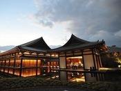 【薩摩伝承館】薩摩焼や絵画など鹿児島ゆかりのコレクションを展示しております。