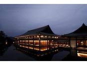 敷地内の「薩摩伝承館」には、薩摩焼などのコレクション約380点を展示しております。