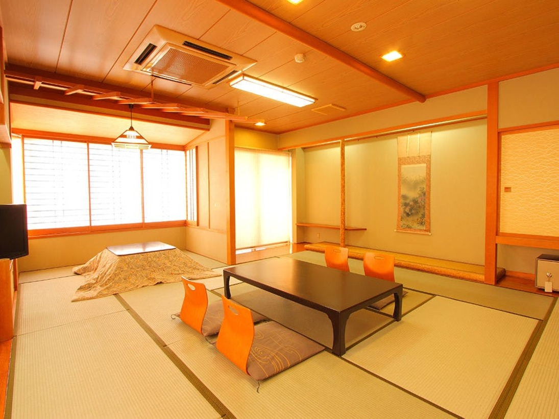 特別室の和洋室は全部で4室。15畳の和室にツインのベットルームがついた、広々とした造りになっております。