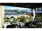日除け屋根&カーテン付カバナでリゾートプールならではのラグジュアリータイムを(有料:2時間1,000円~)