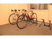 屋根付駐輪スペースで安全に大切な自転車を保管させて頂きます(鍵付、車輪止め付)