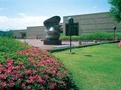 宮城県美術館(写真提供:宮城県観光課)