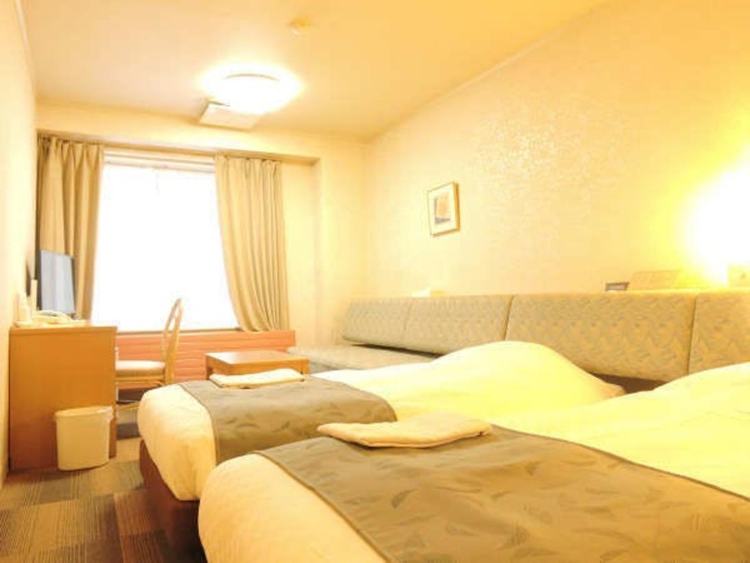 ソファベッドの使用で最大3名まで宿泊可能なツインルームです!