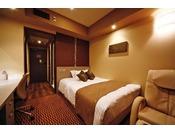■シングルルーム ユニットバスタイプ■18平米 40インチTV 15cm幅ベッド