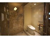 シングル シャワーブースタイプトイレとシャワーブースを別でご用意しております