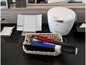 レディースルームに備え付けの備品です。ナノケアスチーマー・三面鏡・カールドライヤー・ヘアアイロン