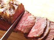 【夕食ブッフェ一例】当館自慢のローストビーフ。ぜひご賞味下さい!