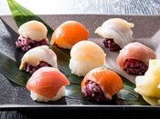 【夕食ブッフェ・一例】一口サイズで食べやすい手毬寿司。