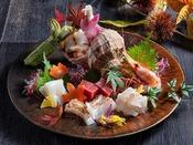 【もりの風茶寮・2020年秋】厳選魚介のお造り盛合せ。地酒も各種ご用意しております(有料)