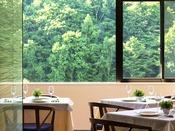 【北海道フレンチ&イタリアンZEN】朝食は大きな窓一面に広がる爽やかな緑に囲まれて。