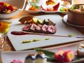 【夕食ブッフェ一例】実演メニューやワゴンサービスなどライブ感のあるブッフェをお楽しみ下さい。