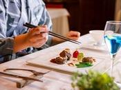 【ZEN・一例】お箸でも楽しめるフルコースです。浴衣や作務衣などラフなスタイルでどうぞ。