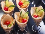 【夕食ブッフェ一例】気軽に楽しめるプチサイズの冷製メニューも豊富です。