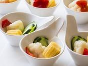 【朝食ブッフェ一例】野菜の食感が良い自家製ピクルス。※季節により変更になる場合あり