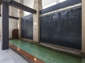 【大浴場DAI-NO-JI】2種類の打たせ湯で肩の疲れをほぐしてください。