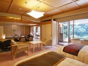 ロイヤルフロア:防弾ガラスの貴賓室をはじめ、展望露天風呂客室、バリアフリー対応、スイートルーム等がございます