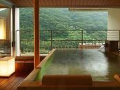 ロイヤルフロア:華風館客室最上階のロイヤルフロアだからこそ眺められる景色と源泉かけ流しの湯を独り占め…
