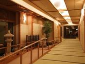 離れ松林亭:離れ松林亭へは畳の廊下でつながっており、松風館・華風館へもご自由に行き来できます