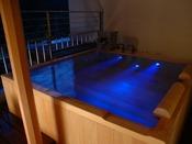 ロイヤルフロア:夜の幻想的な雰囲気でゆったりご入浴いただけます