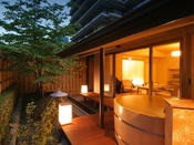 離れ松林亭:ゆったりとした空間と客室露天風呂からの山々が、季節の移ろいを感じさせてくれます