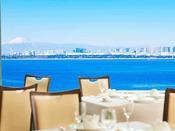 9階スカイレストラン「サンセット」での特別朝食では東京湾の雄大なロケーションと共にご朝食をお楽しみいただけます。【ウエストサイド(9階)】