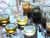 【ラウンジ】「森のティーコーナー」お好みの茶葉を選んでホッと一息。毎日14:00~17:00までの間でご利用頂けます。