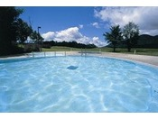 【プール】屋外プール(夏季限定営業)ご宿泊者様は無料でご利用いただけます。