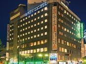 JR倉敷駅正面、徒歩3分。夜はライトアップして綺麗だよ!