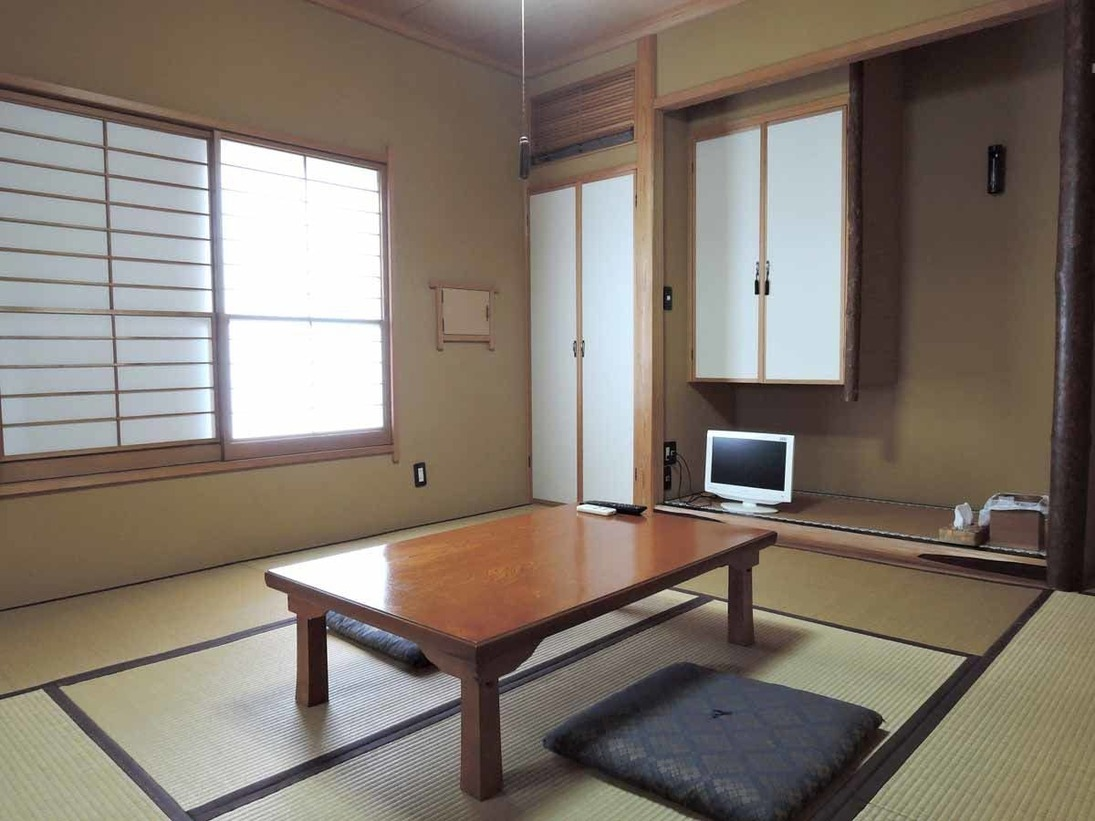 *和室8畳/プライベート感たっぷりの離れの宿泊棟に全3室のお部屋がございます。
