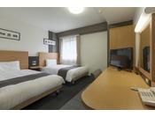 ■ツインエコノミー:120cm幅のベッドが2台入っています。お子様も広々添い寝できます。