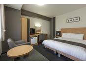 ■クイーンエコノミー:圧巻の160cm幅ベッド!1人で広々使うもよし、家族で一緒に寝ても余裕です♪