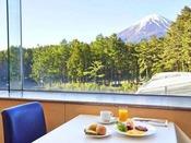 朝食イメージ:天気のいい日は富士山を見ながら朝食を♪