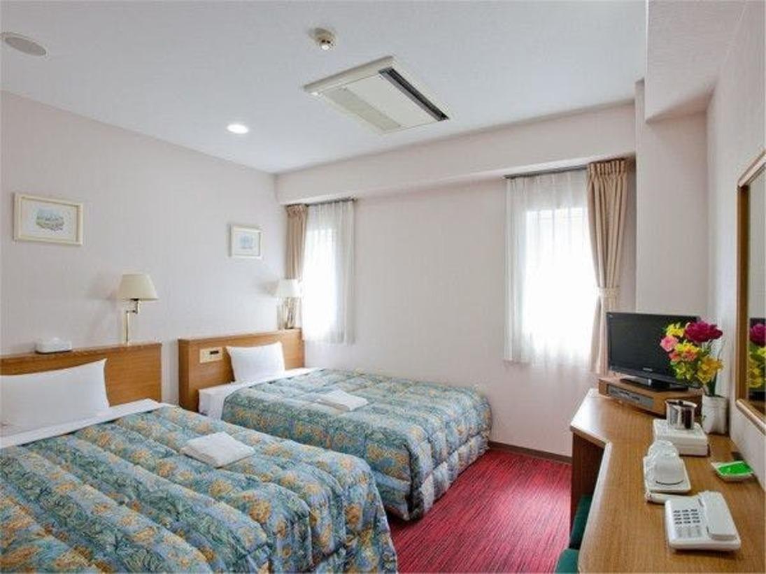 セミダブルベッド×2台のお部屋なので、最大4名様(1台のベッドに2名様のご利用)までご宿泊可能。お友達、ご家族とのご旅行に是非。※ベッドは2台です。エキストラベッドのご準備はございません)