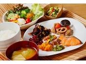 朝食 1400円(前日予約1200円)レストラン「ココシエール」和洋バイキング形式6:30~10:00(L.O 9:30)