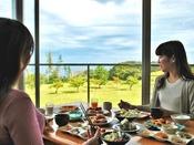 日本海を眺めながら優雅なモーニングを