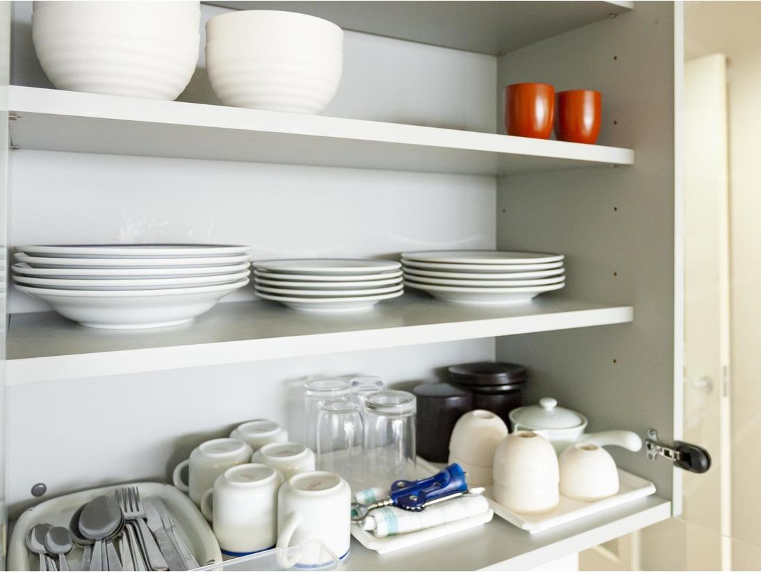全室に食器(皿・カップ・カトラリー・箸等)や調理器具(鍋・フライパン等)をご用意しております。