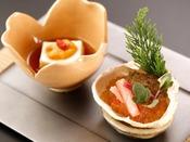 特選冬会席「清月」:前肴の蟹と小松菜。土佐酢ジュレと針生姜でさっぱりと
