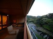 芙蓉プレミアムスイートBの露天風呂からの美しい眺望。