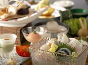 夏会席「月舟」:生もの(仙崎鯛、萩白倍貝、仙崎烏賊、平そなど、長門の日本海ならではの海の幸をどうぞ/一例)