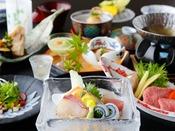 2017年夏会席「月舟」:仙崎鯛や仙崎イカ、萩白バイ貝など地元の新鮮な日本海の幸。涼やかな盛付けにて