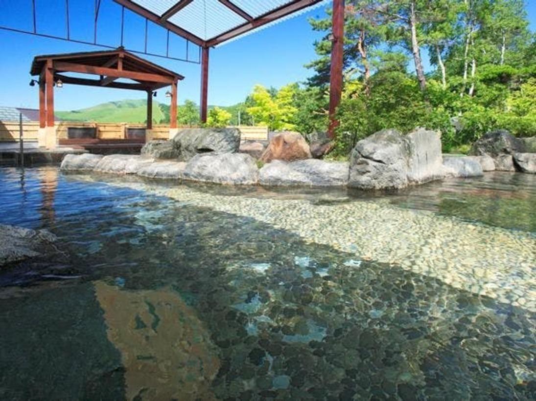 2015年温泉露天風呂をリニューアル。ご宿泊者は宿泊翌日の16時まで利用可能。